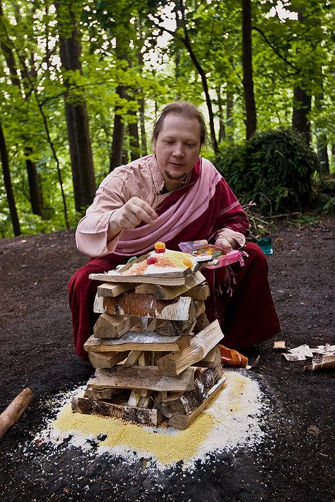 Буддист за работой